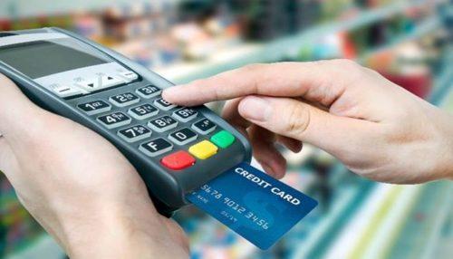 Maquina de cartão passando o Guanabara Card.