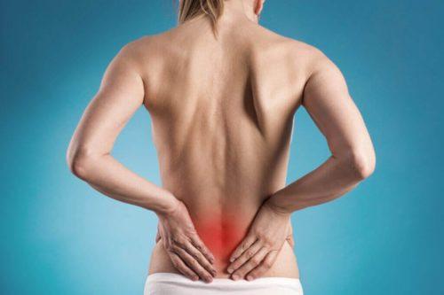 Mulher com dor extrema na lombar