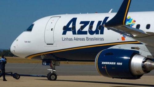 Avião da Azul se preparando para levantar voo.