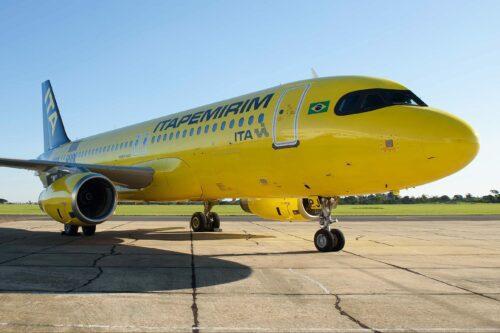 Avião da Itapemirim preparando para decolagem